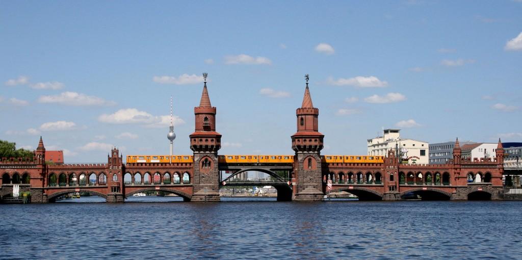 Oberbaumbrücke_mit_U-Bahn